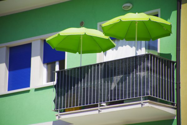 02 Raffaele Marchesan - Ombrelloni verdi