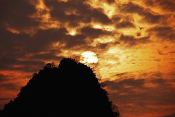 11 Luigi Xausa - Al di là del monte, tramonto