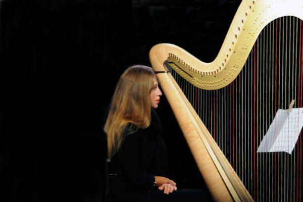 04 Luigi Biancon - Suonatrice d'arpa